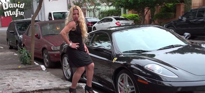 Banner para Só as mulheres são interesseiras ou homens também não resistem a uma Ferrari?