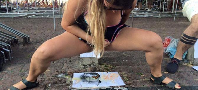 Banner para Militante urina e defeca em foto de Jair Bolsonaro em baixo do prédio do MASP, em São Paulo