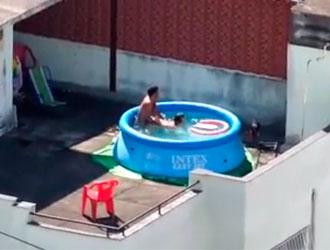 sexo-na-piscina
